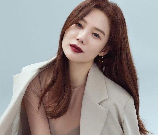20 năm sau chuyện tình với So Ji Sub, mỹ nhân Giày thủy tinh vẫn cô đơn - 10