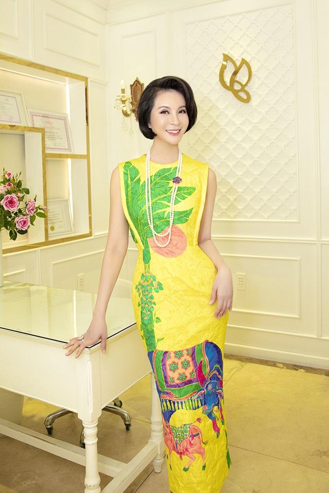 MC Thanh Mai khoe vòng eo con kiến - 2