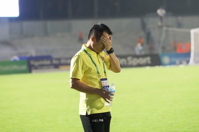 V-League xay huấn luyện viên, bầu Đức làm điều đặc biệt với Kiatisuk - 2