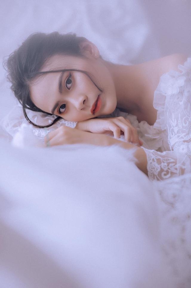 Nữ sinh 10x biết 2 ngoại ngữ, xinh đẹp như bông hồng lai Thái Lan - 4