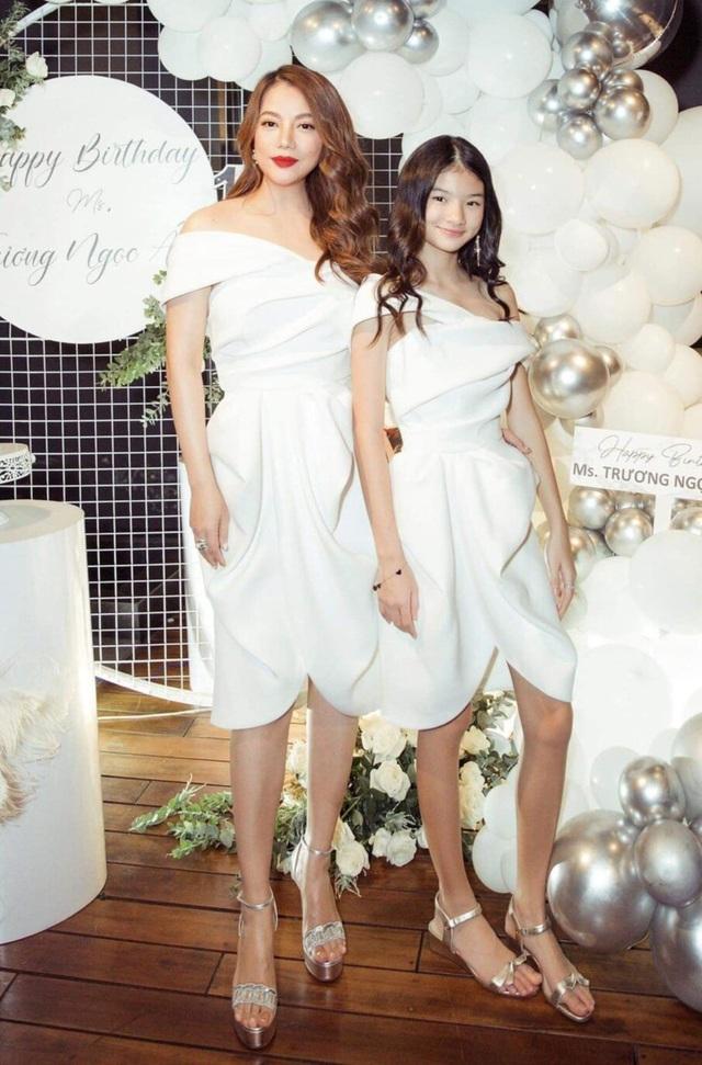 Tóc Tiên, Ngọc Trinh táo bạo với trang phục xẻ ngực - 3