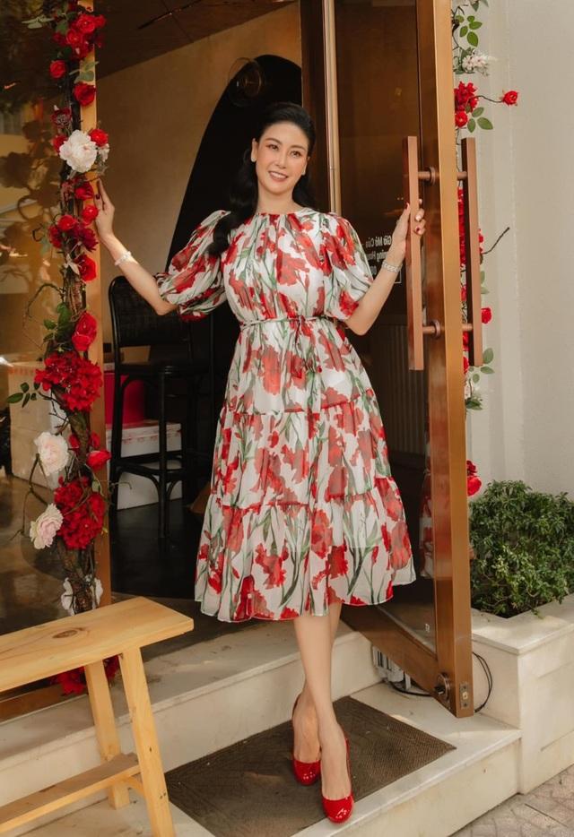 Tóc Tiên, Ngọc Trinh táo bạo với trang phục xẻ ngực - 7