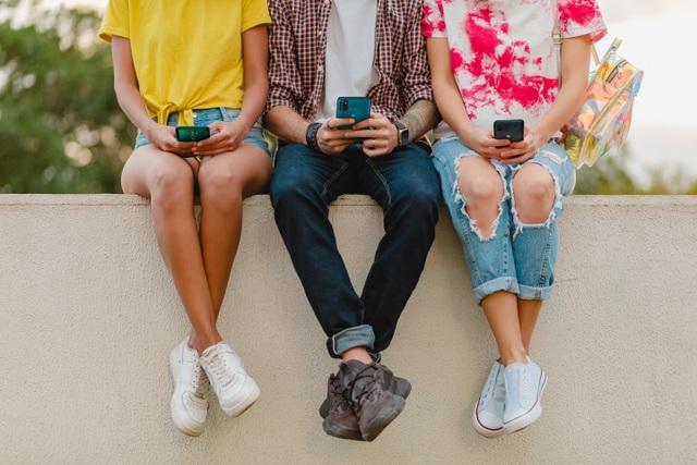 Thị trường smartphone phổ thông: Cuộc chơi của những trái tim thép - 1