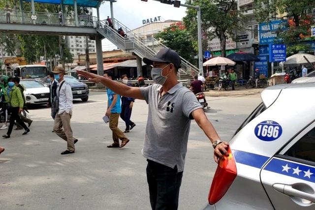 Covid-19 giảm, lái xe taxi ở Hà Nội ráo riết bảo dưỡng điều hòa chờ vụ hè - 2