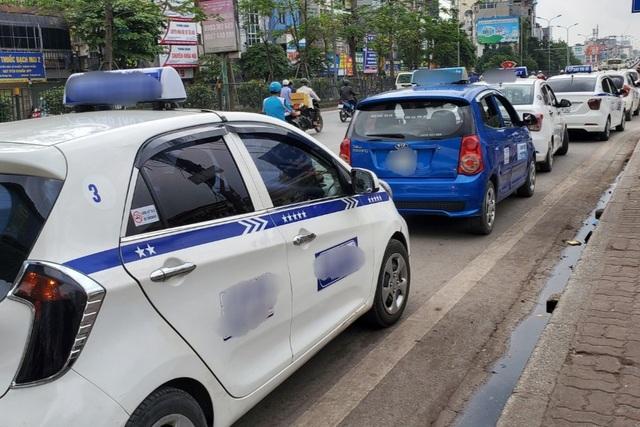 Covid-19 giảm, lái xe taxi ở Hà Nội ráo riết bảo dưỡng điều hòa chờ vụ hè - 3