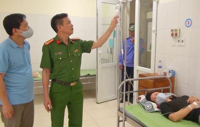 Nữ trung tá công an phải đi cấp cứu trong khi cấp căn cước công dân - 1