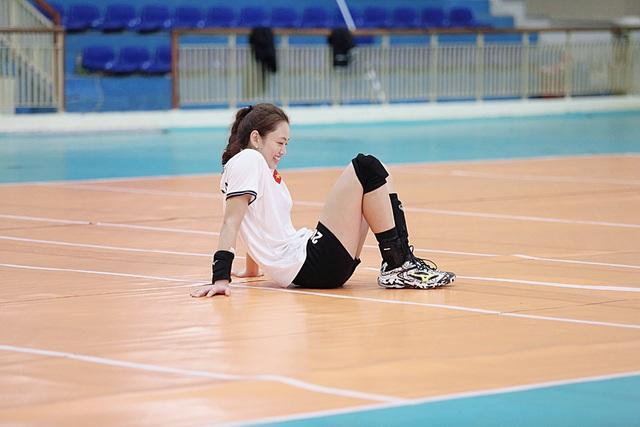 Báo Trung Quốc ấn tượng với vận động viên bóng chuyền xinh đẹp của Việt Nam - 10