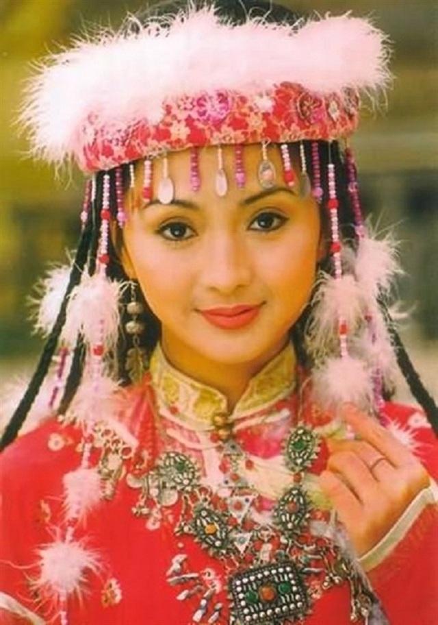Dàn diễn viên đình đám của Hoàn châu cách cách sau 23 năm - 15