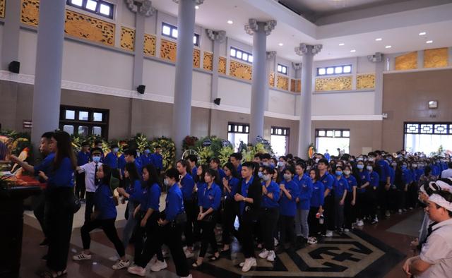 Hàng nghìn sinh viên, giảng viên tiễn biệt PGS.TS Lưu Văn An - 4