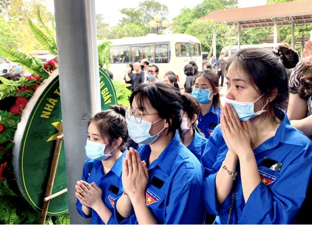 Hàng nghìn sinh viên, giảng viên tiễn biệt PGS.TS Lưu Văn An - 8