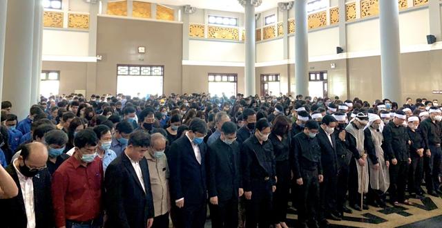 Hàng nghìn sinh viên, giảng viên tiễn biệt PGS.TS Lưu Văn An - 10