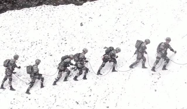 Binh sĩ Trung Quốc bị chứng say độ cao khi đóng quân ở Tây Tạng - 1