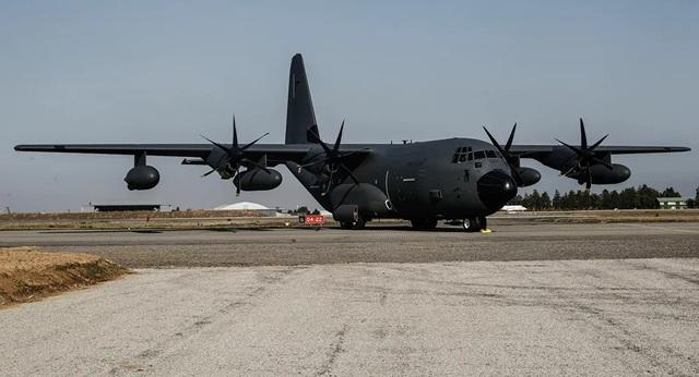 Nghi vấn 2 máy bay quân sự Mỹ xuất hiện ở Ukraine giữa lúc căng thẳng - 1