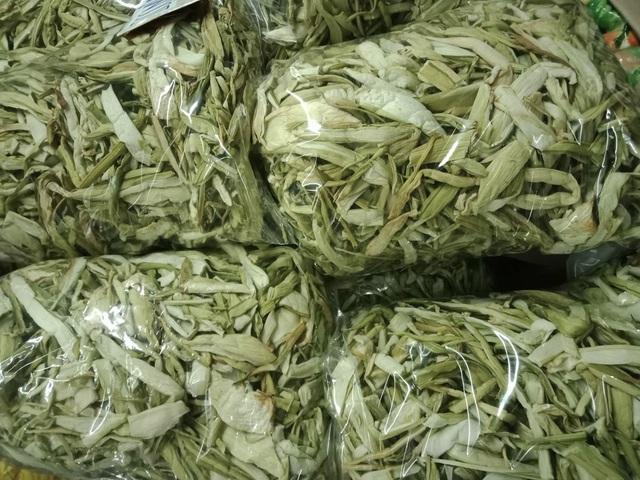 Dọc mùng sấy khô thành đặc sản nơi phố thị, hét giá 300.000 đồng/kg - 1