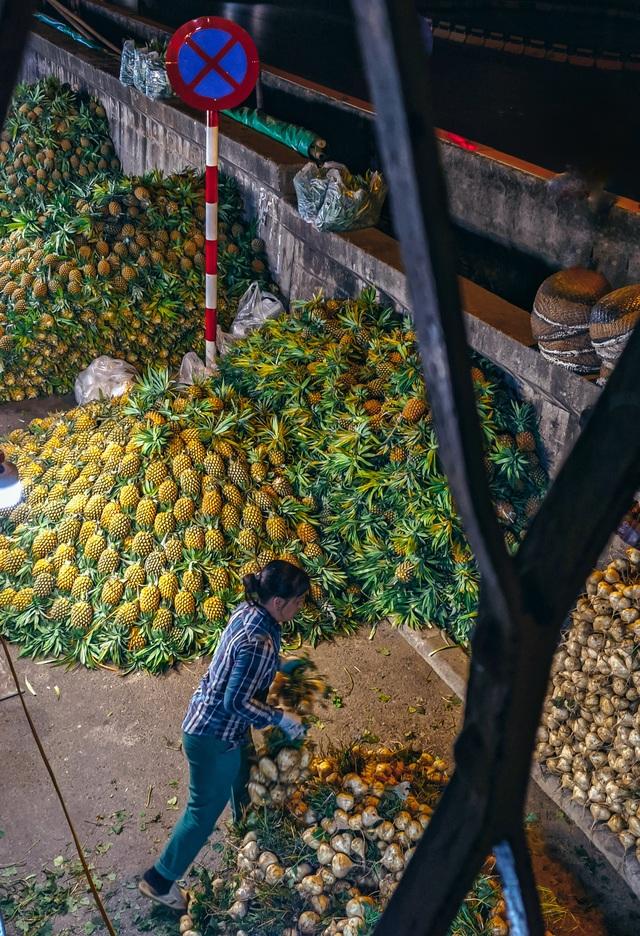 Khoảnh khắc đẹp lãng mạn của chợ Long Biên khi đêm về - 5