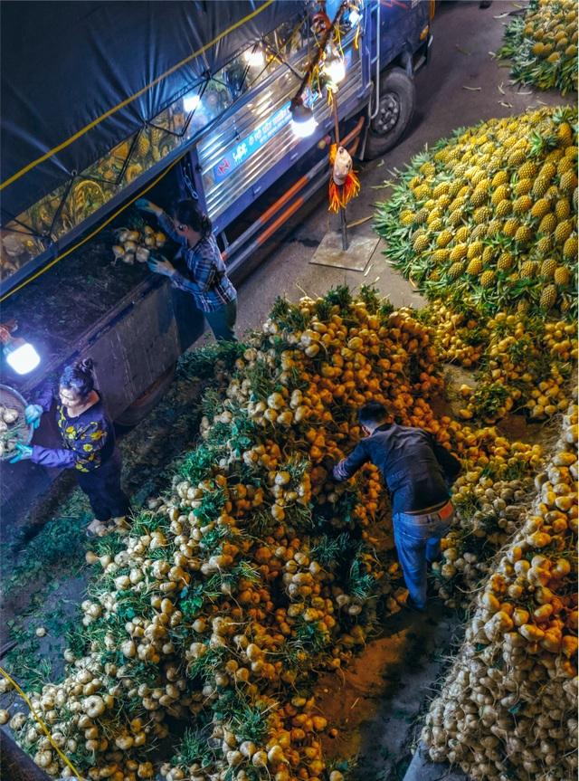 Khoảnh khắc đẹp lãng mạn của chợ Long Biên khi đêm về - 3