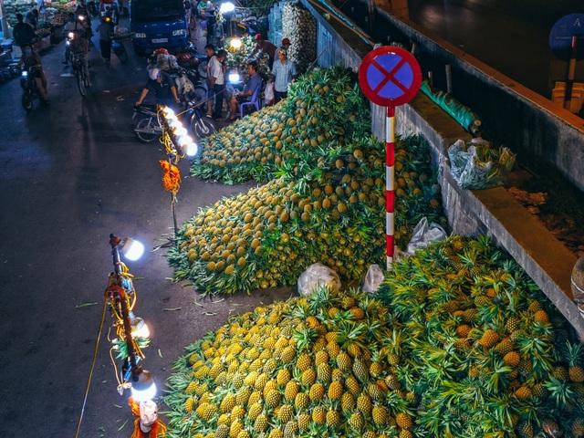 Khoảnh khắc đẹp lãng mạn của chợ Long Biên khi đêm về - 6
