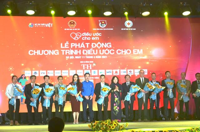 Tập đoàn Thiên Long tài trợ 20.000 phần quà trong chương trình Điều ước cho em - 1