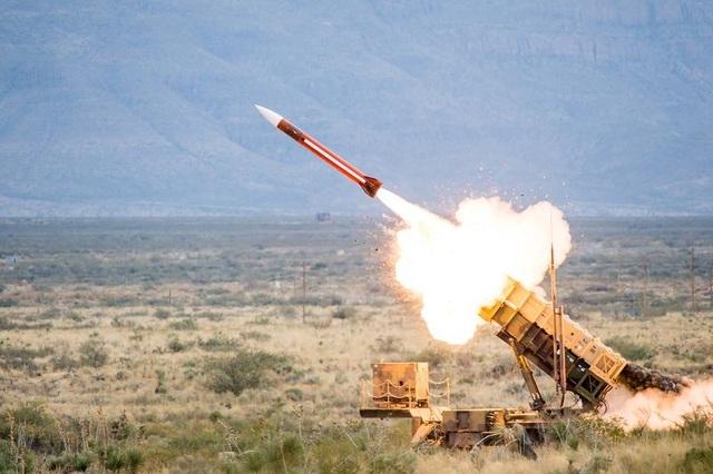 Tự nhận là tuyến phòng thủ chống Nga của phương Tây, Ukraine mời Mỹ mang tên lửa Patriot đến nhà - 1