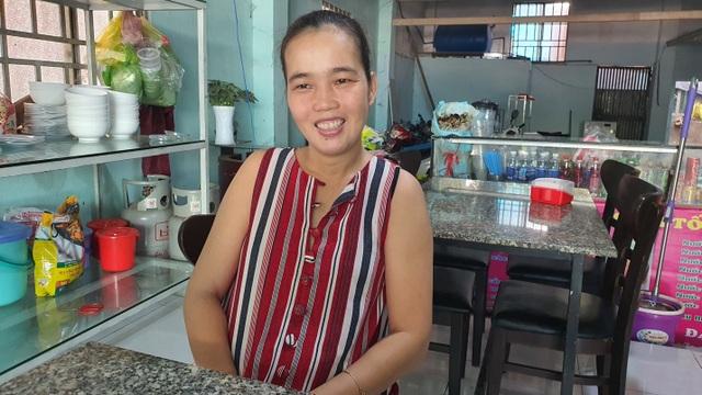 Quán bún riêu miễn phí ở Sài Gòn mời người nghèo đến ăn - 5
