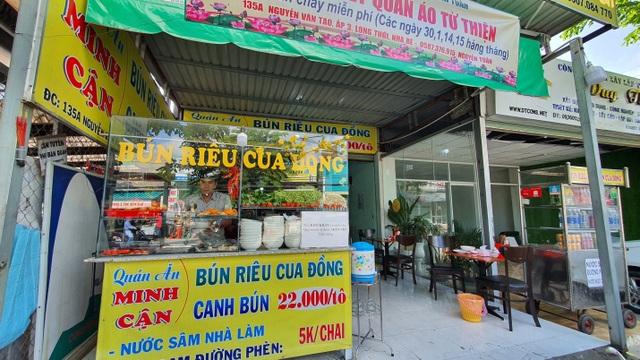 Quán bún riêu miễn phí ở Sài Gòn mời người nghèo đến ăn - 7
