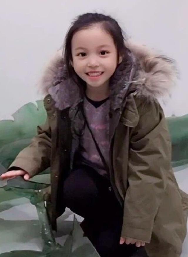 Cuộc sống giàu có và vẻ ngoài đáng yêu của con gái Triệu Vy - 5
