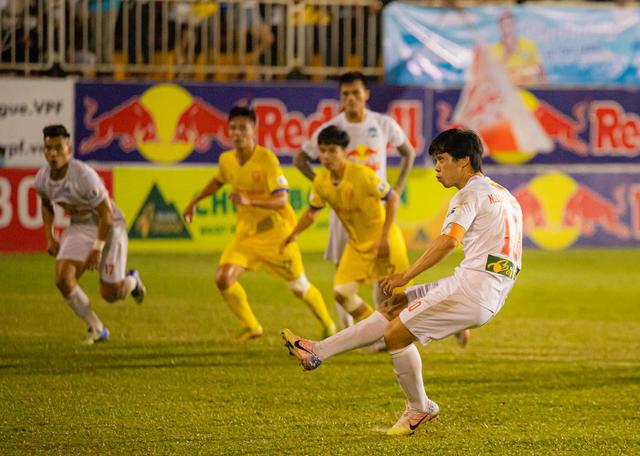 HA Gia Lai thắng nhờ penalty gây tranh cãi, Ban trọng tài nói gì? - 1