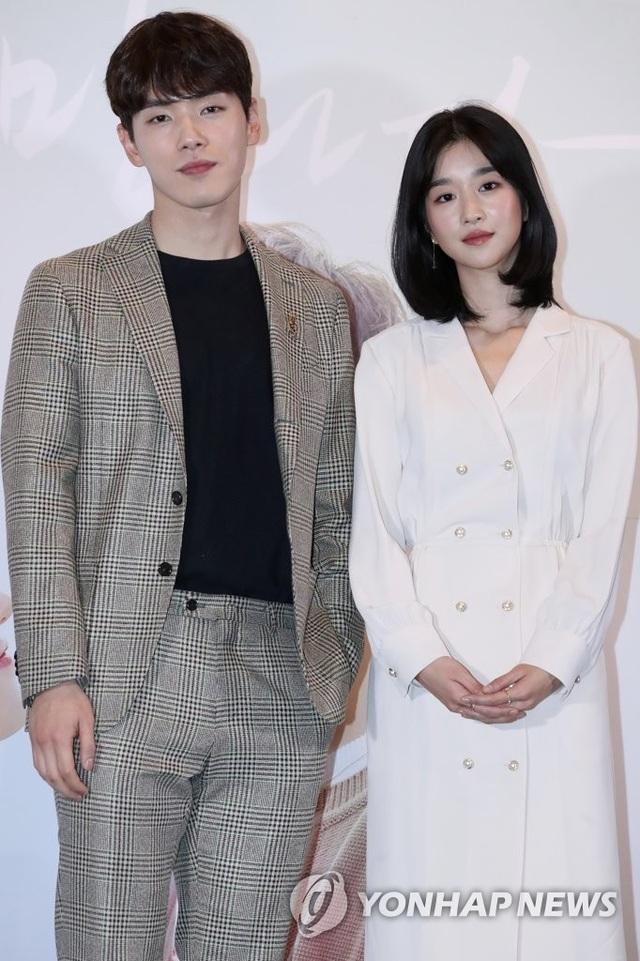 Điên nữ Seo Ye Ji bị tố xấu tính, thích điều khiển bạn trai - 1