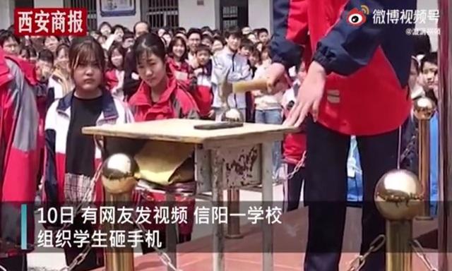 Trung Quốc: Trường học bắt học sinh... dùng búa đập nát điện thoại - 1
