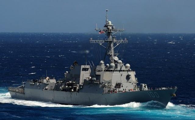 Video vật thể bay bí ẩn lởn vởn trên đầu các chiến hạm Mỹ - 1