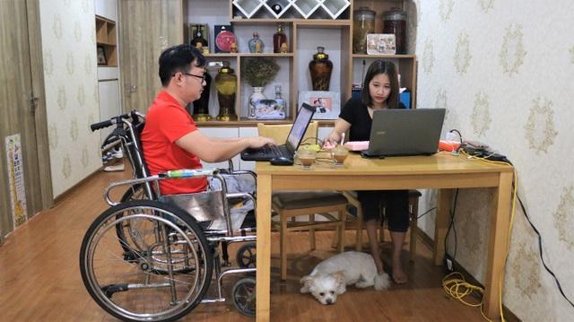Vợ chồng khuyết tật làm marketing online, tạo việc làm cho hàng trăm người - 1