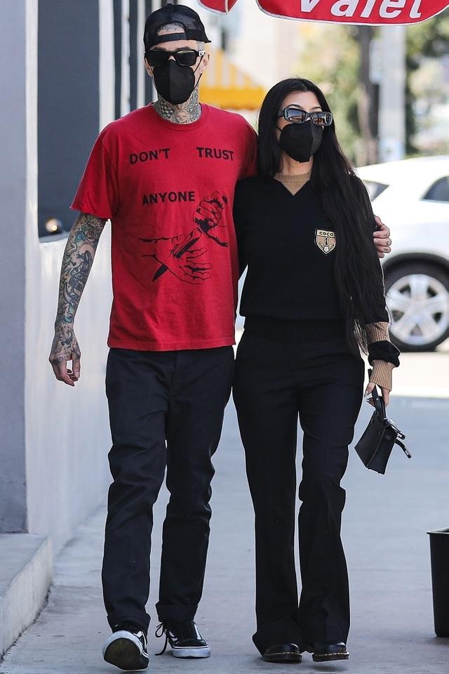 Kourtney Kardashian liên tục tung ảnh hot từ khi yêu chồng cũ hoa hậu Mỹ - 7