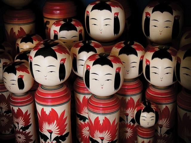 Thăm làng nghề truyền thống, tự vẽ búp bê gỗ Kokeshi - 3
