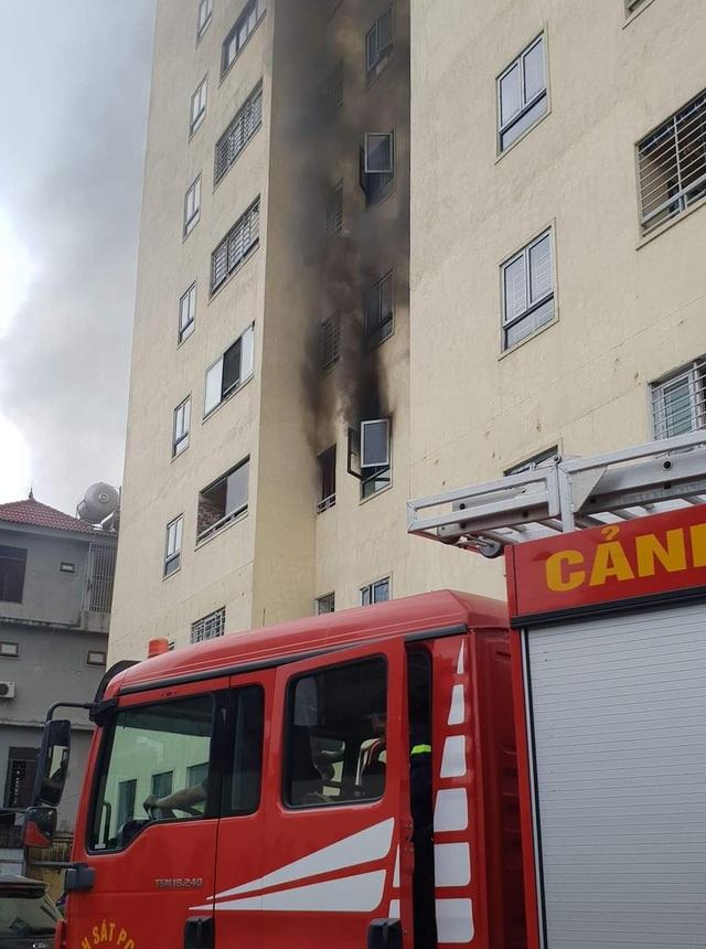 Cháy tại chung cư 21 tầng, người dân nháo nhào chạy - 1