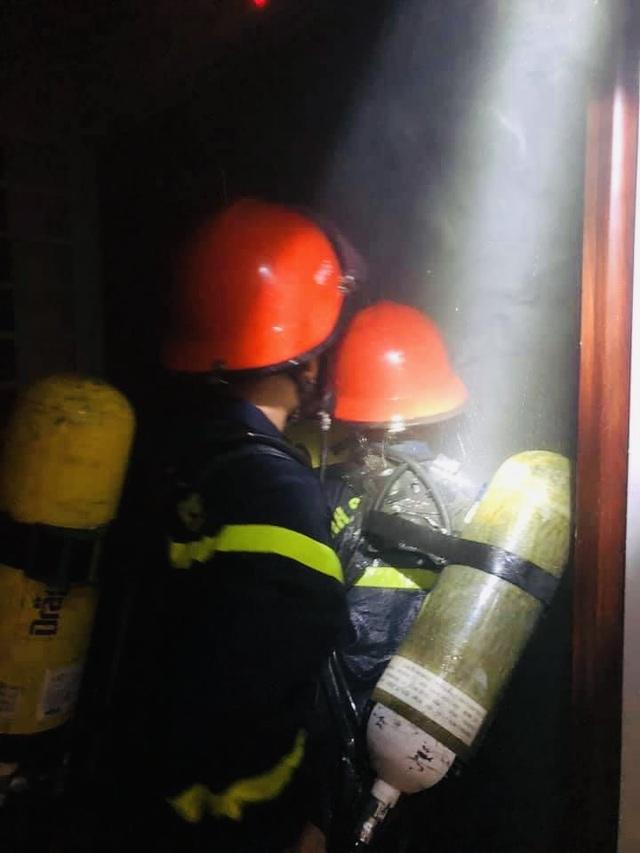 Cháy tại chung cư 21 tầng, người dân nháo nhào chạy - 4