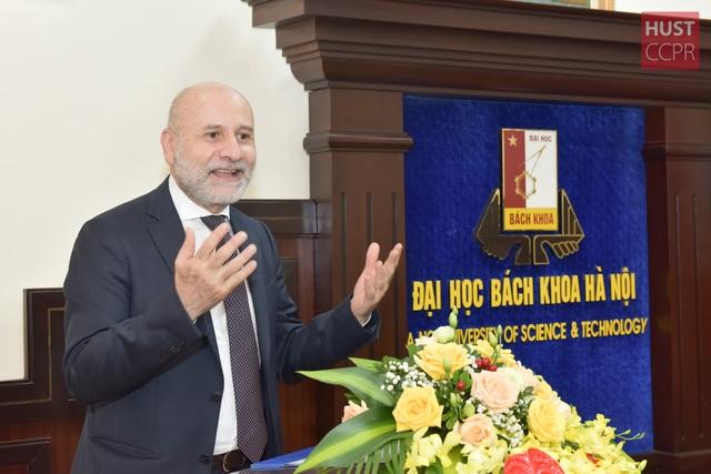 Giảng viên Bách khoa Hà Nội nhận Huân chương Công trạng Italia - 2