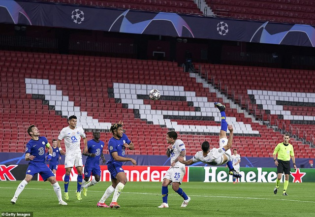 Thua bởi siêu phẩm của sao Iran, Chelsea vẫn vào bán kết Champions League - 4