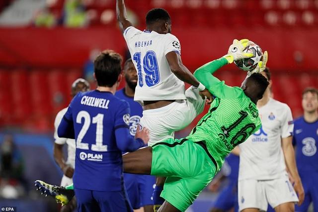 Thua bởi siêu phẩm của sao Iran, Chelsea vẫn vào bán kết Champions League - 1