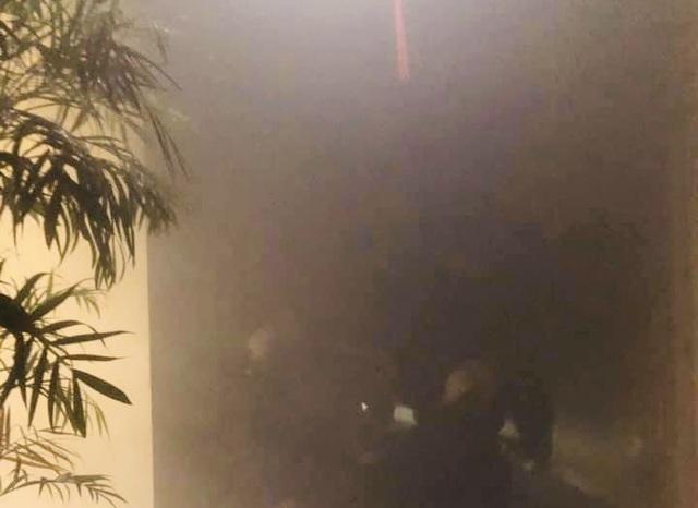 Cháy tại chung cư 21 tầng, người dân nháo nhào chạy - 3