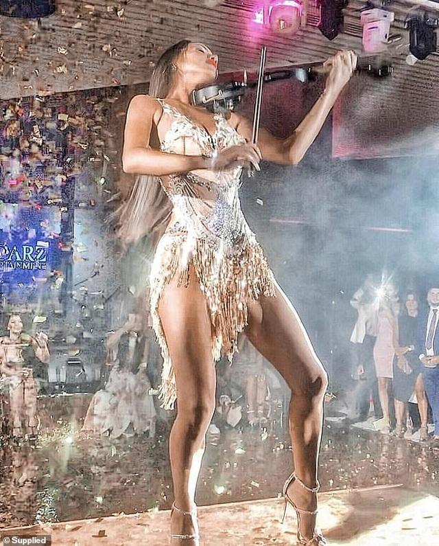 Nữ nghệ sĩ vĩ cầm nóng bỏng... đốt cháy sân khấu mỗi lần biểu diễn - 3