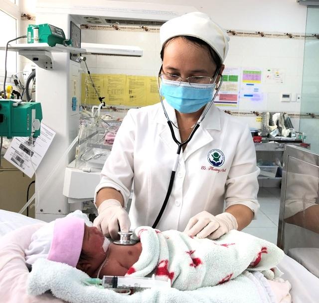 Cần Thơ: Cứu sống mẹ con sản phụ bị viêm tụy cấp, máu trắng đục như sữa - 1
