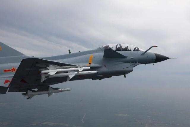 Trung Quốc đưa dàn máy bay vây Đài Loan: Một mũi tên trúng hai đích - 1