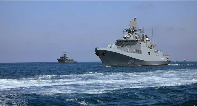 Nga - Mỹ ồ ạt điều tàu chiến, Ukraine có nguy cơ thành thùng thuốc súng - 1