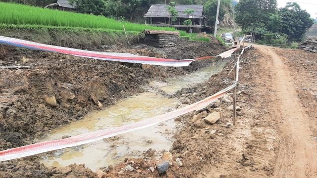 Vụ doanh nghiệp xây cầu bê tông trộn đất đá bẩn: Trảm chỉ huy công trường - 3