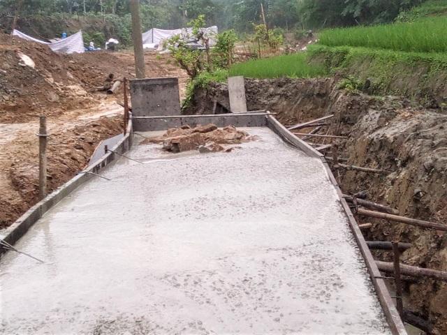 Vụ doanh nghiệp xây cầu bê tông trộn đất đá bẩn: Trảm chỉ huy công trường - 1