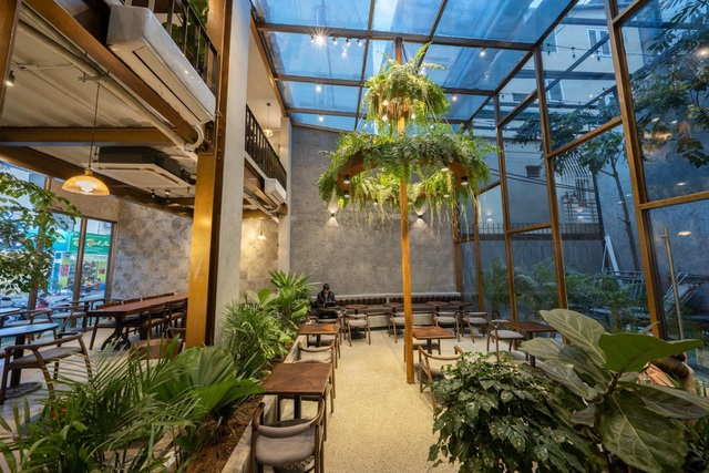 Tránh nắng ở những quán cà phê tràn ngập cây xanh giữa lòng Thủ đô - 7