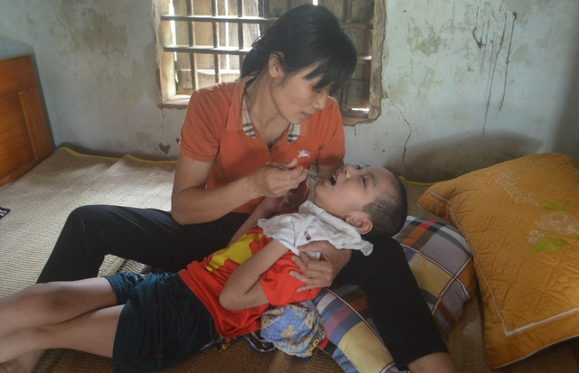 Xót xa hoàn cảnh cậu bé mắc căn bệnh hiếm gặp trên thế giới - 2