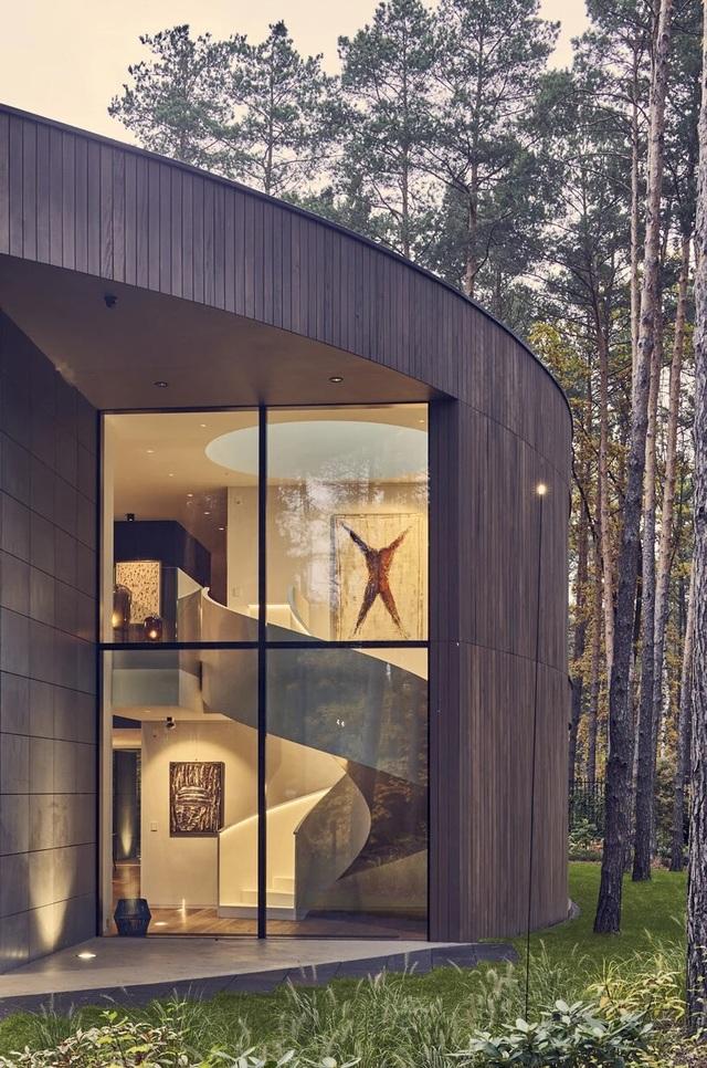Ngôi nhà hình khúc cây ẩn giữa rừng thông  - 5