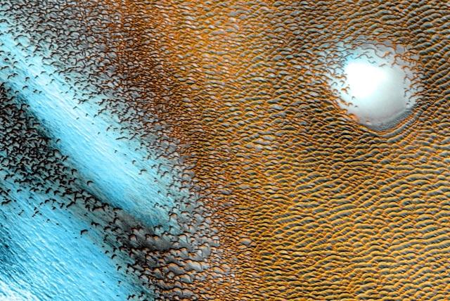 Hình ảnh siêu thực kỳ lạ trên Sao Hỏa - 1