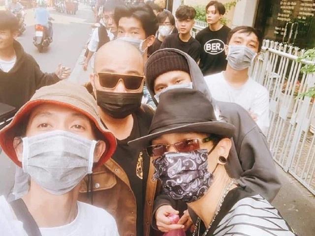 Thí sinh xếp hàng dài cả con phố để casting Rap Việt mùa 2 - 6